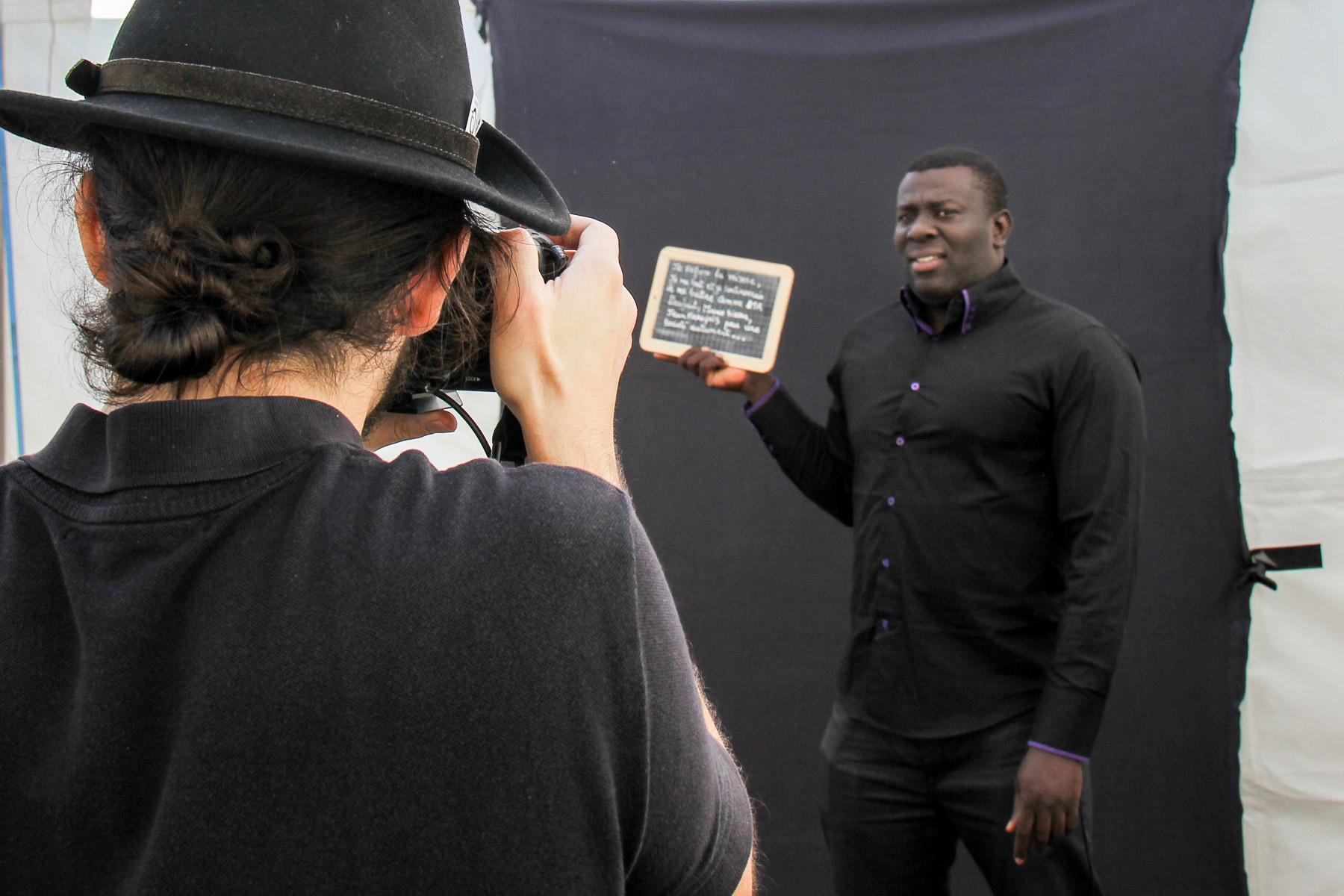 Jonathan réalisant un portrait -Philippe